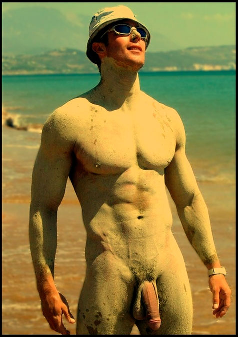 Il fait prendre l'air à sa bite, sous le soleil de la plage