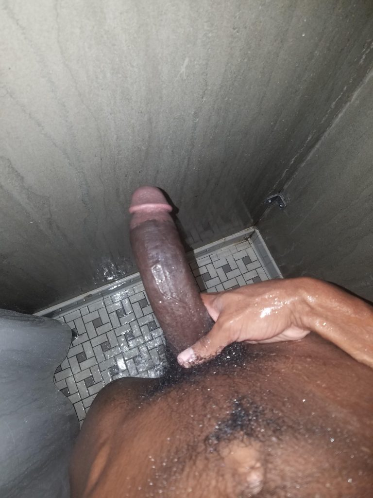Erection black sous la douche